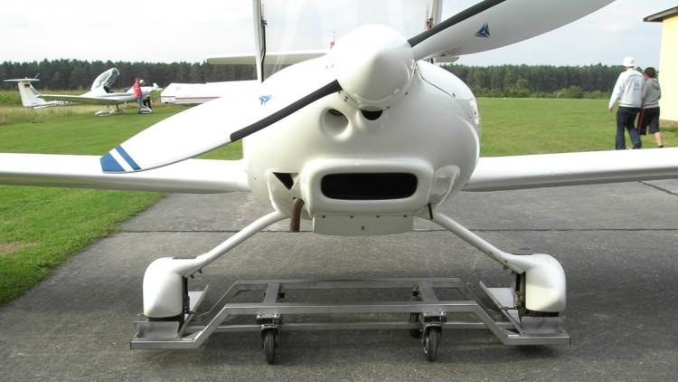 Flugzeugkuller zum rangieren von Kleinflugzeugen