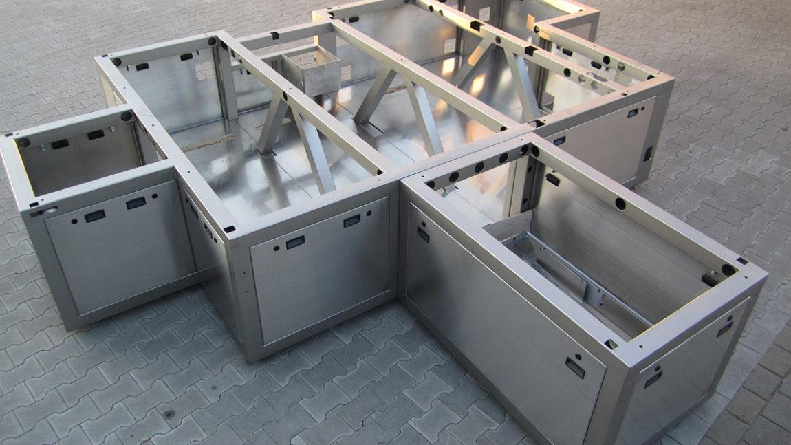 Diverse Rohrgestelle, aus V2A, für Fertigungsautomaten.